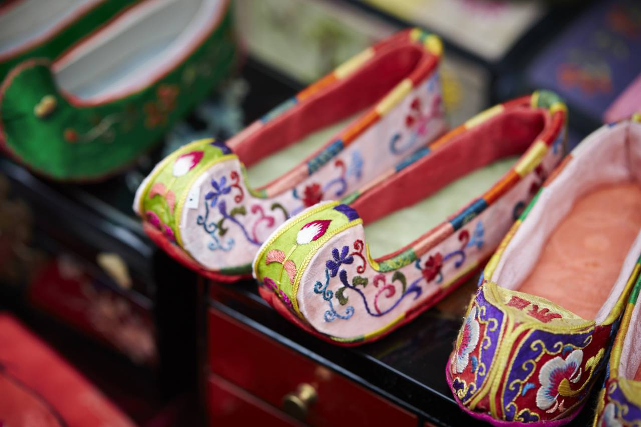 Hanbok Korea South Korea Traditional Clothes Colorful Beautiful Historic Active Glamorous Shoes