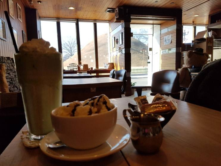 South Korea Travel Coffee Cafe Desserts Scenic View Gyeongju Coffee Club R Music Vintage